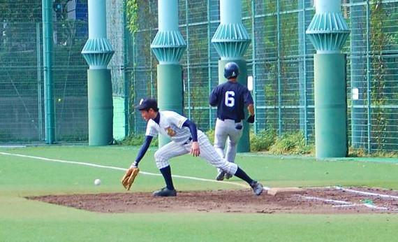 一塁手落球