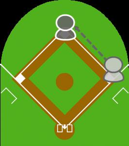5.それを見て打者走者は二塁に向かい、到達した。