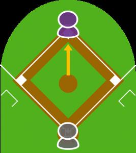 1.ピッチャーが二塁へ牽制球を投げた。