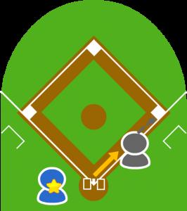 5.キャッチャーは続けて一塁に送球。